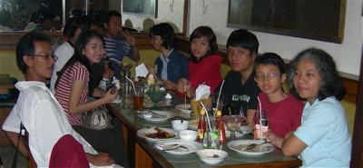Dengan Loenpia di Toko Oen